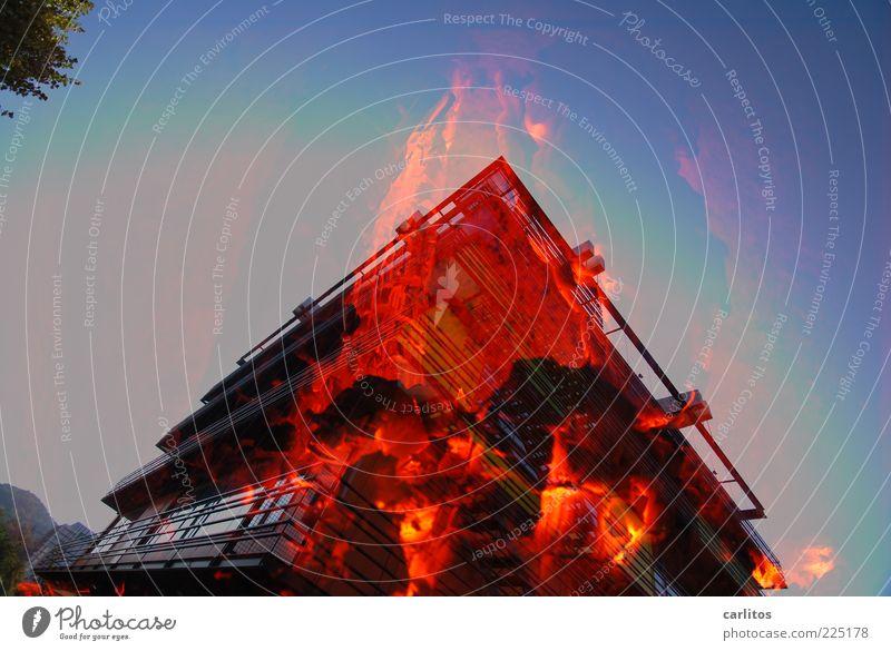 Thermografie Feuer Wolkenloser Himmel Wärme Bankgebäude Gebäude Fassade Fenster leuchten eckig heiß blau rot schwarz gefährlich chaotisch Endzeitstimmung