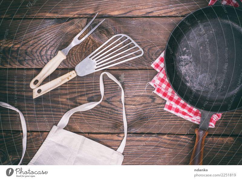 leere schwarze Gusseisenbratpfanne alt dunkel Speise natürlich Holz braun Metall retro Aussicht Tisch Küche Tradition Essen zubereiten Top rustikal