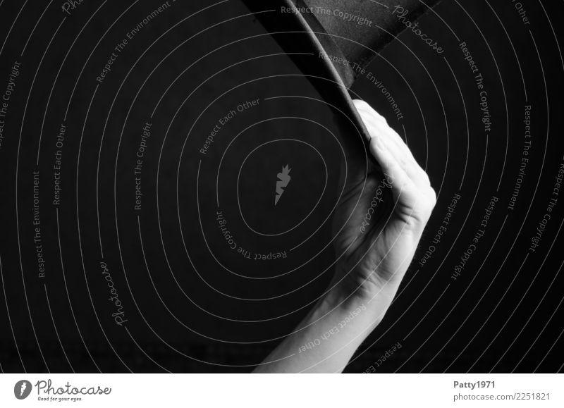 Hand hält Zylinder Finger Hut ästhetisch elegant Gefühle Stimmung Fröhlichkeit Lebensfreude Erfolg Freundlichkeit Business Dekadenz Leichtigkeit