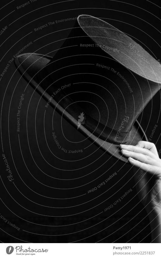 Hand hält Zylinder Finger 1 Mensch Hut ästhetisch elegant Gefühle Stimmung Fröhlichkeit Lebensfreude Erfolg Freundlichkeit Business Dekadenz Leichtigkeit