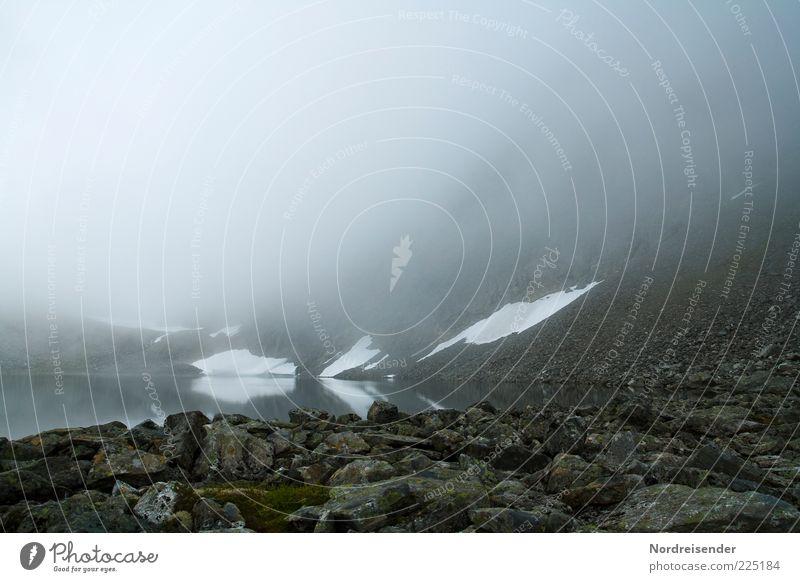 Vorherrschende Wetterlage Ferien & Urlaub & Reisen Berge u. Gebirge Natur Landschaft Urelemente Wasser Klima schlechtes Wetter Nebel Regen Bucht Fjord Stein