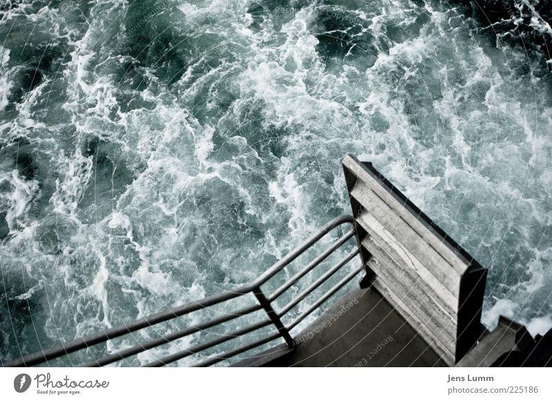 The Wild Wild Sea Wasser grün blau Meer wild chaotisch Treppengeländer Brandung Aluminium Gischt Plattform unruhig Wasserwirbel Meerwasser zügellos