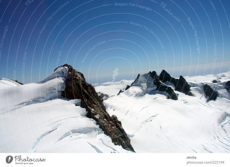 Im Schnee Natur Landschaft Luft Himmel Wolkenloser Himmel Winter Klima Wetter Schönes Wetter Alpen Berge u. Gebirge Gletscher Gletschereis Gletscherspalte