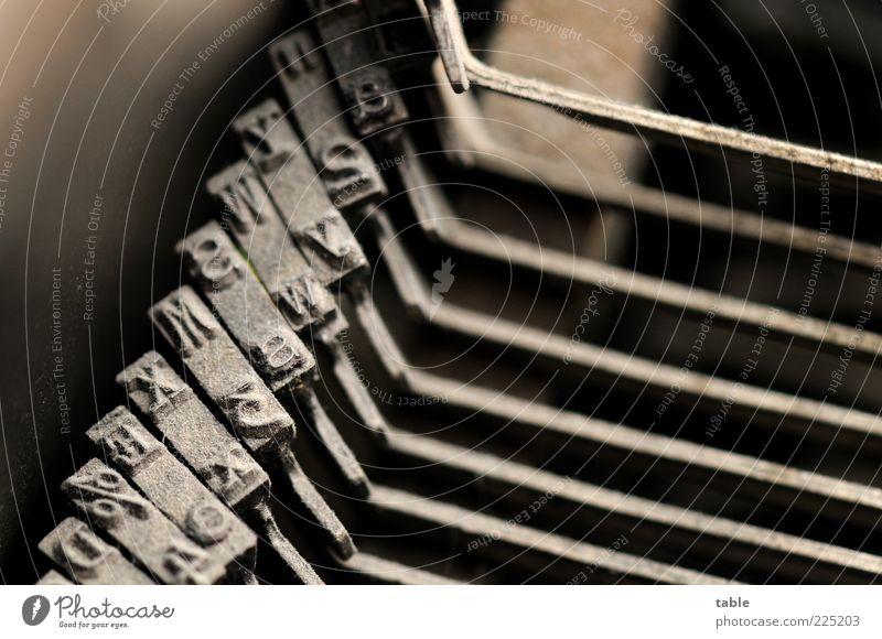 mercedes . . . alt schwarz dunkel Metall warten ästhetisch stehen Schriftzeichen retro Technik & Technologie Wandel & Veränderung Buchstaben Ziffern & Zahlen