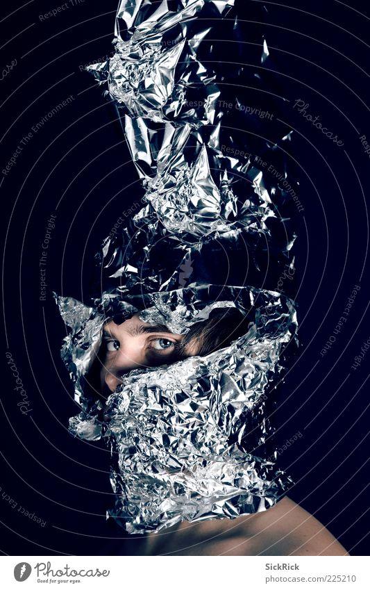 Knight Mensch Mann Jugendliche blau Auge Erwachsene maskulin ästhetisch bedrohlich Falte gruselig skurril bizarr Riss 18-30 Jahre Helm