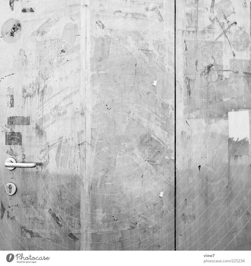 Spurensuche Mauer Wand Tür Metall Zeichen Linie Streifen dreckig dunkel authentisch einfach frisch glänzend Billig modern neu grau komplex Ordnung Präzision