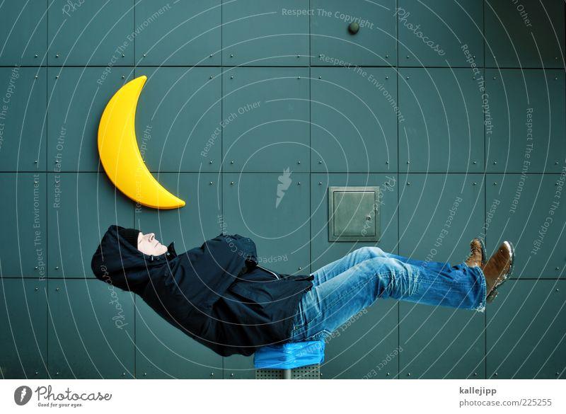 REM Mensch Mann ruhig Leben Wand träumen Erwachsene Lampe Schuhe sitzen schlafen verrückt Jacke Mütze Mond skurril