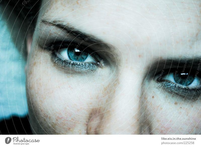Deine blauen Augen machen mich so sentimental schön Gesicht Schminke Wimperntusche Lidschatten Flirten feminin Junge Frau Jugendliche Erwachsene Haut Kopf 1