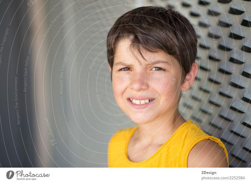 Mensch Jugendliche Mann Sommer Erholung Straße Erwachsene gelb Lifestyle Sport Junge Mode Freizeit & Hobby Park Lächeln genießen