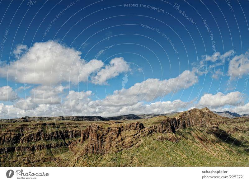 Wolken über Gran Canaria Sommer Berge u. Gebirge Umwelt Natur Landschaft Himmel blau braun grün weiß Ferne Farbfoto mehrfarbig Außenaufnahme Textfreiraum oben