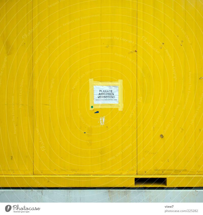 damit du's gleich weißt: Mauer Wand Fassade Güterverkehr & Logistik Metall Zeichen Schriftzeichen Streifen alt authentisch dreckig einfach Billig neu gelb
