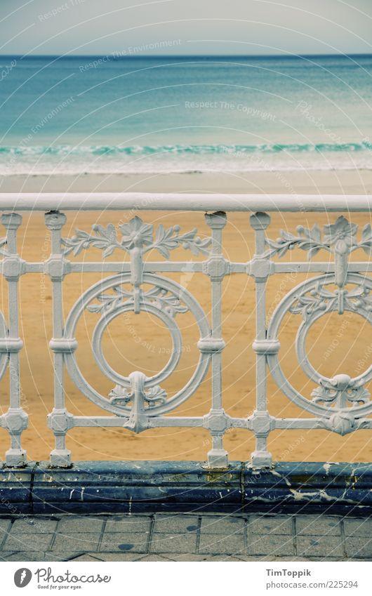 Playa de la Concha Meer Erholung Strand Promenade Ferien & Urlaub & Reisen Urlaubsstimmung Uferpromenade Meerwasser Spanien Bilbao Geländer Pflastersteine
