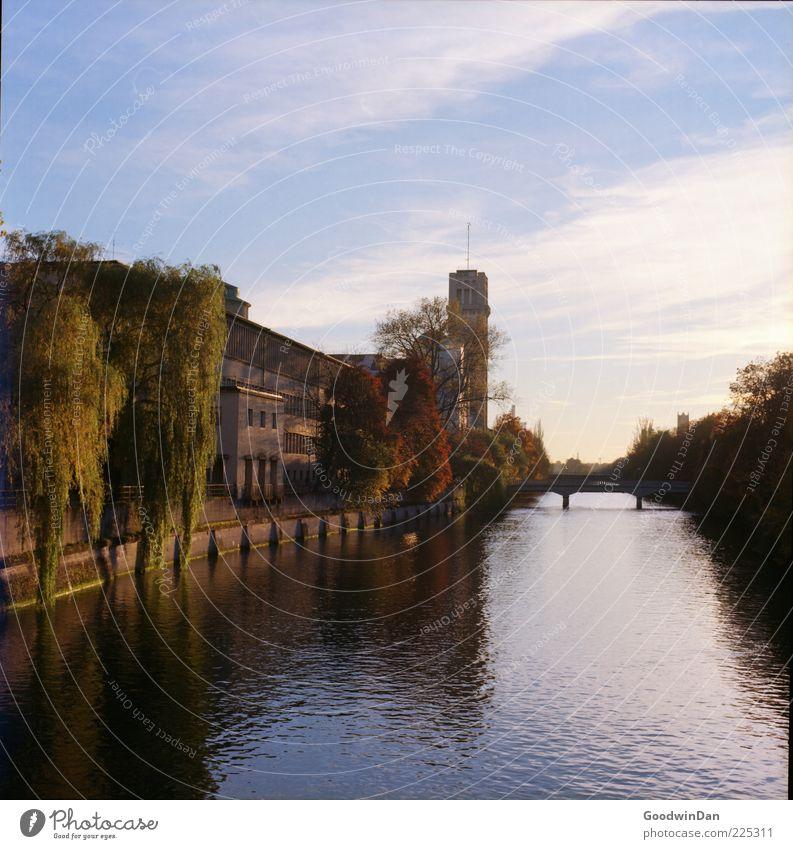 täglicher Blick II Natur Wasser schön Haus Umwelt hell Wetter frei Brücke Turm Fluss Urelemente Schönes Wetter Flussufer Licht