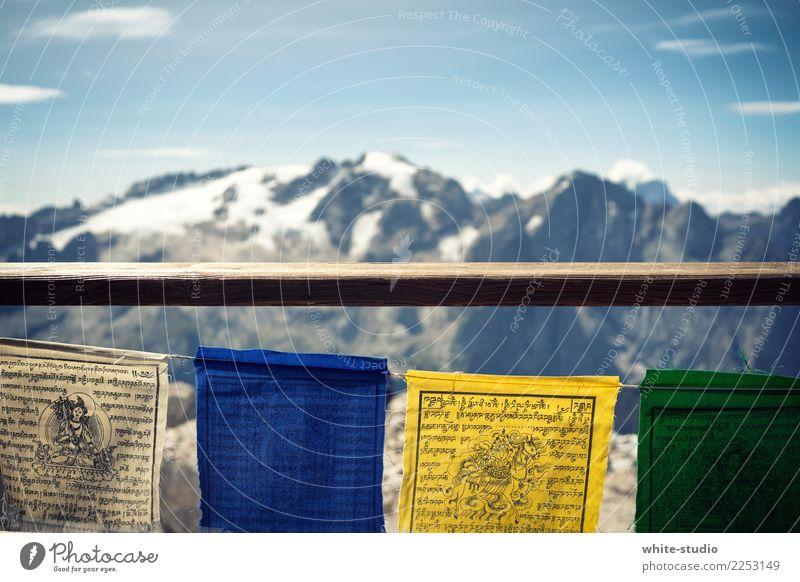 Hoch oben Alpen Berge u. Gebirge Gipfel Schneebedeckte Gipfel Gletscher wandern Fahne Gebetsfahnen Himalaya Nepal Kathmandu hoch Bergsteigen Bergkette Eis