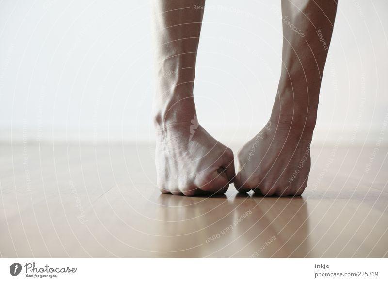 Bodenturnen (oder auch: aua aua aua!!) Fitness Sport-Training Turnen Arme Faust sportlich stark fleißig diszipliniert Ausdauer standhaft anstrengen Ärger Stress