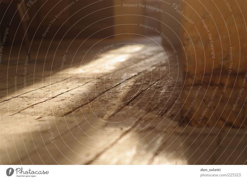 Bodenständig alt Holz braun leer Boden Holzfußboden Dachboden staubig Strukturen & Formen Dielenboden