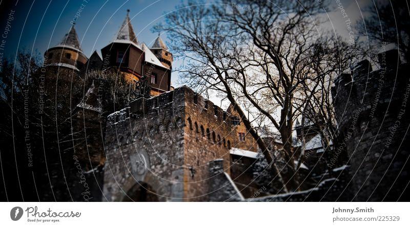 Rapunzel ist ausgezogen. alt Winter ruhig kalt Wand Schnee Architektur Stein träumen Mauer Gebäude Sicherheit Macht Kultur Schutz