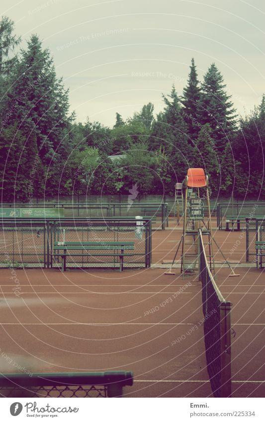 yesterday Sport Schiedsrichter Tennis Tennisplatz Tennisnetz Menschenleer retro trist ruhig Farbfoto Außenaufnahme Tag Zentralperspektive