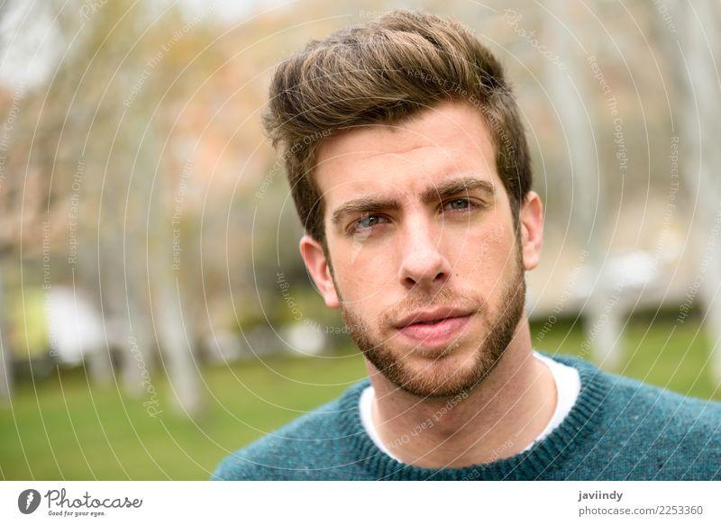Junger gutaussehender Mann mit moderner Frisur Lifestyle Stil Haare & Frisuren Gesicht Sommer Mensch maskulin Junger Mann Jugendliche Erwachsene 1 18-30 Jahre