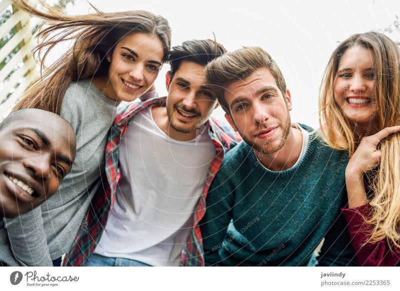 Frau Mensch Ferien & Urlaub & Reisen Jugendliche Mann Junge Frau schön Junger Mann Freude 18-30 Jahre Straße Erwachsene Lifestyle lachen Glück Menschengruppe