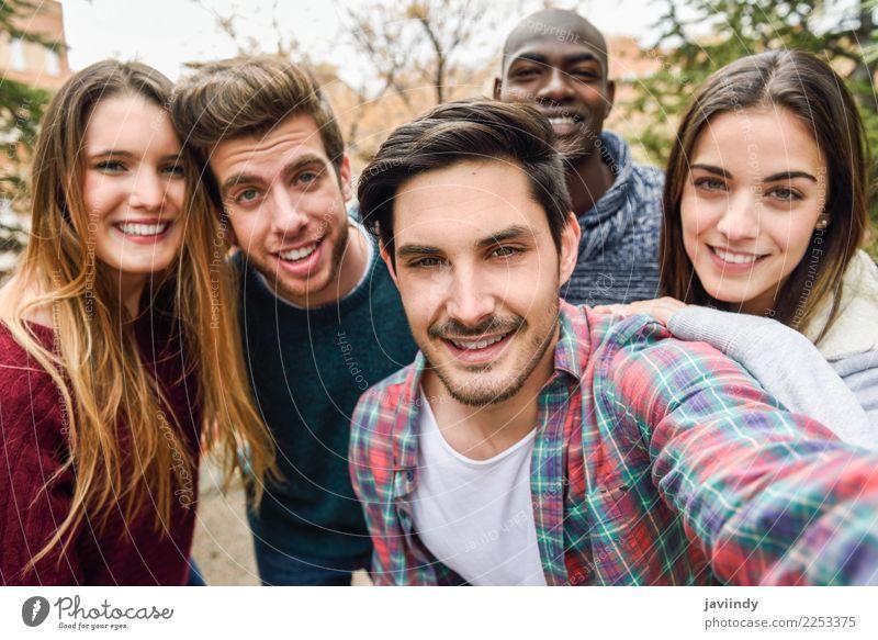 Frau Mensch Jugendliche Mann Freude 18-30 Jahre Straße Erwachsene Lifestyle lachen Glück Menschengruppe Zusammensein Freundschaft Lächeln Fröhlichkeit