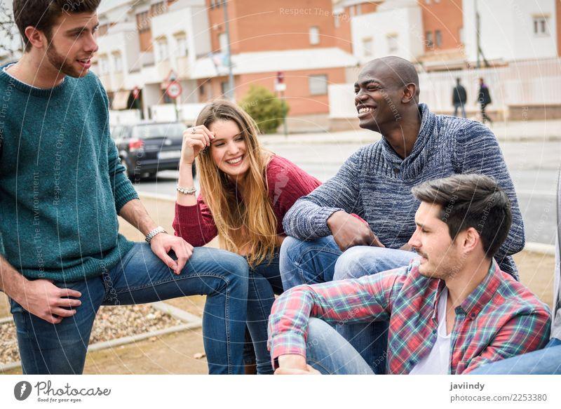 Gruppe multiethnische junge Leute zusammen draußen Lifestyle Freude Glück Studium Mensch Junge Frau Jugendliche Junger Mann Erwachsene Freundschaft 4
