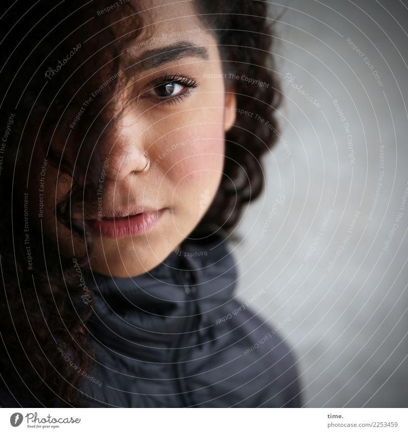 . Frau Mensch schön Erwachsene Wärme Leben Traurigkeit feminin Denken Stimmung warten beobachten weich Hoffnung Leidenschaft Konzentration