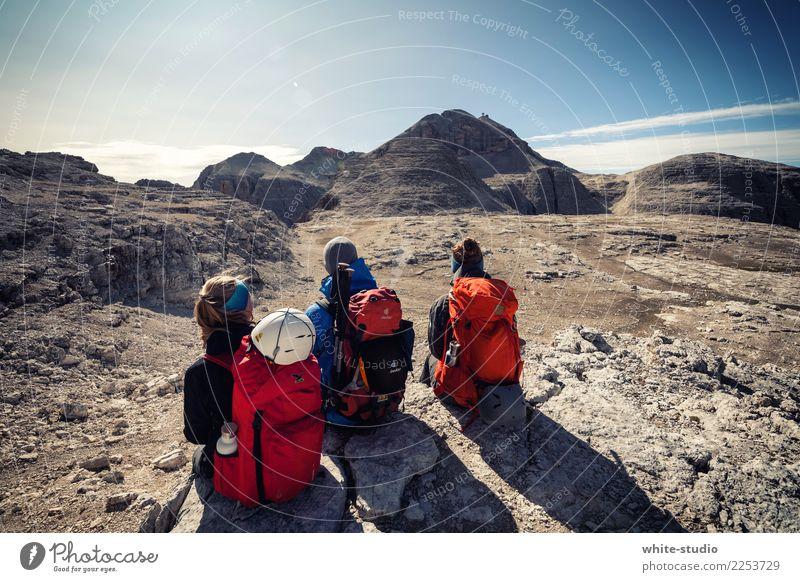 Die drei von der Tanke Freundschaft wandern Bergsteiger Bergsteigen Klettern Klettersteig Berge u. Gebirge Dolomiten Rucksack Piz Boe Sella Felsplateau Felswand