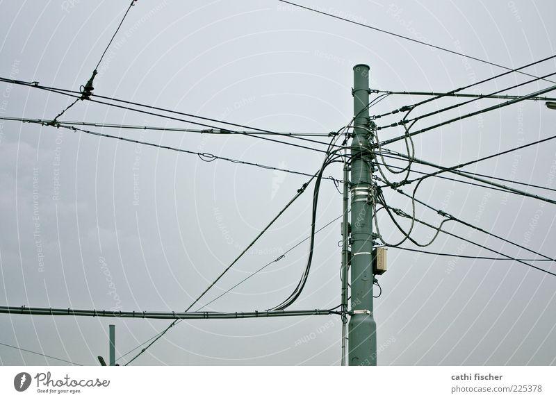 kommunikation Himmel Wolken schwarz grau Metall Elektrizität Kabel Technik & Technologie Telekommunikation Strommast Informationstechnologie schlechtes Wetter