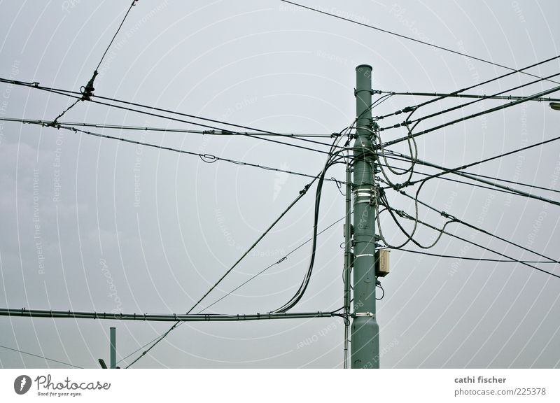 kommunikation Kabel Technik & Technologie Telekommunikation Informationstechnologie Himmel Wolken schlechtes Wetter grau schwarz Strommast Telefonmast