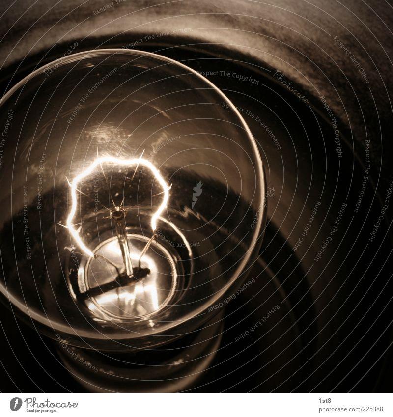 ausrangiert Technik & Technologie Energiewirtschaft Energiekrise alt leuchten Glühbirne glühen Glühdraht Lampe Leistung Licht Nahaufnahme Detailaufnahme