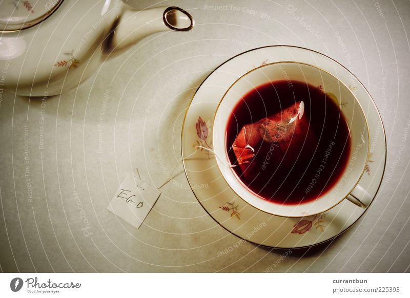 da fehlt zucker, werte dame! haben sie ihr ego auch umgerührt? rot Schilder & Markierungen Tee bizarr Wort voll egoistisch Ernährung eingießen Ego Großbuchstabe Teekanne Teebeutel Teetrinken Teetasse Egoperspektive
