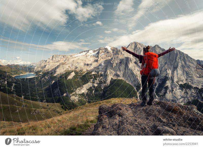 Freiheit ohne Ende Frau Natur Ferien & Urlaub & Reisen Erholung Berge u. Gebirge Erwachsene feminin wandern Aktion genießen Fitness Spaziergang Alpen
