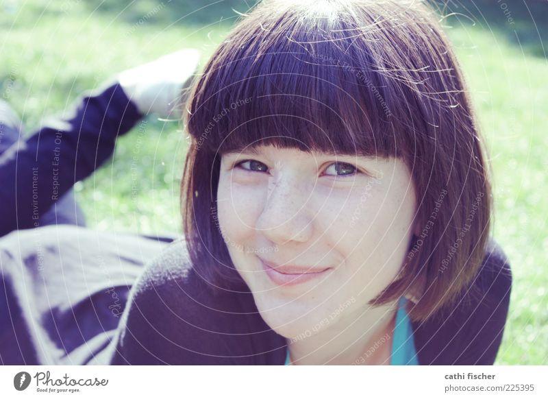 christina Mensch Jugendliche schön Sonne Sommer Gesicht Auge Erholung Leben Wiese feminin Kopf Haare & Frisuren Zufriedenheit Mund liegen