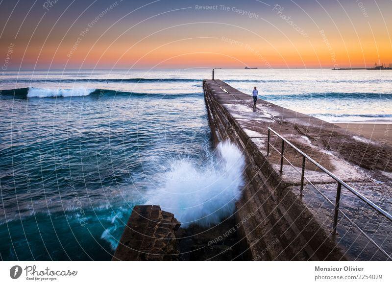 Cascais, Lissabon, Portugal 1 Mensch Umwelt Natur Landschaft Sonnenaufgang Sonnenuntergang Wellen Küste blau orange Sturm Wind Meer Einsamkeit einzeln Romantik