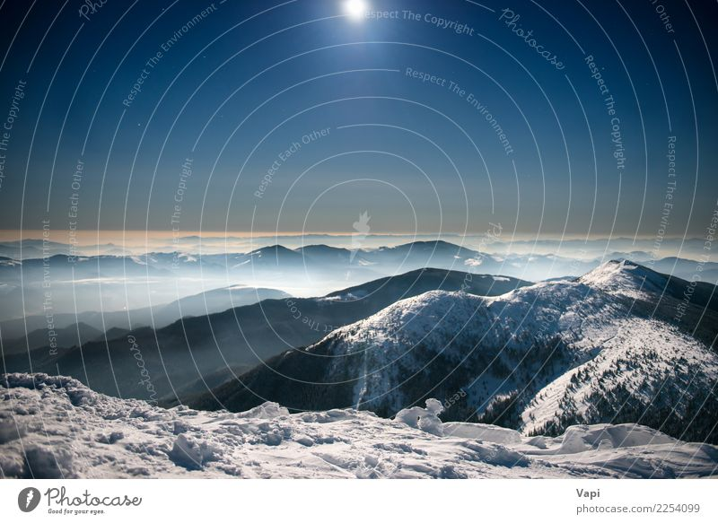 Berge im Schnee nachts unter dunkelblauem Himmel schön Ferien & Urlaub & Reisen Tourismus Abenteuer Ferne Winter Winterurlaub Berge u. Gebirge Umwelt Natur