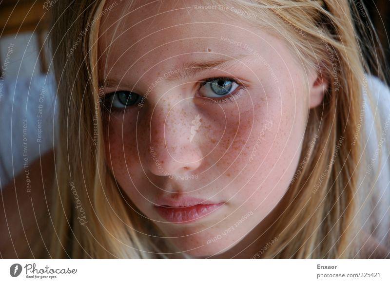 blue eyes Mensch Kind Jugendliche blau schön Mädchen Gesicht Auge feminin Haare & Frisuren Traurigkeit Stimmung Mund blond Haut