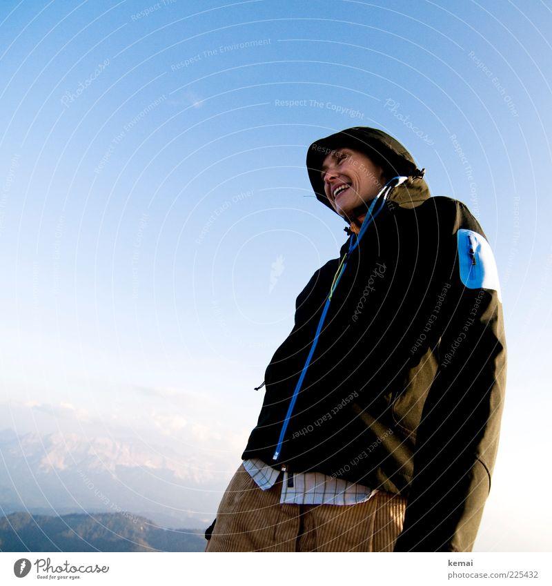 Happy am Gipfel Frau Mensch Himmel Natur Jugendliche Sommer schwarz Leben feminin Berge u. Gebirge oben Umwelt Landschaft Glück lachen Erwachsene