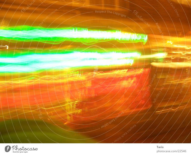 Stadtblitzstreifen rot grün Ladengeschäft Fußgängerzone Schaufenster London Haus Licht Streifen Langzeitbelichtung Belichtung leucht hell