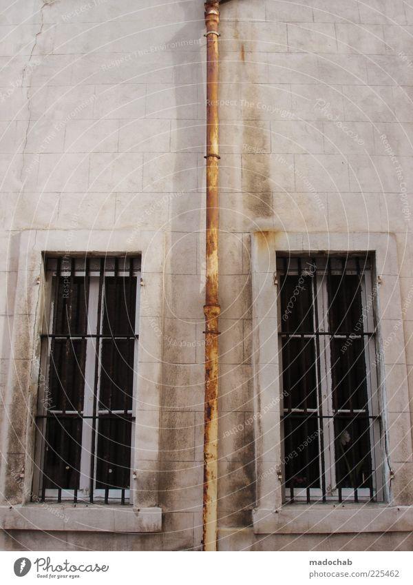 Ost-West-Konflikt Lifestyle Design Haus Ruine Mauer Wand Fassade Fenster alt Armut authentisch dreckig dunkel Billig hässlich historisch Hoffnung kalt Krise