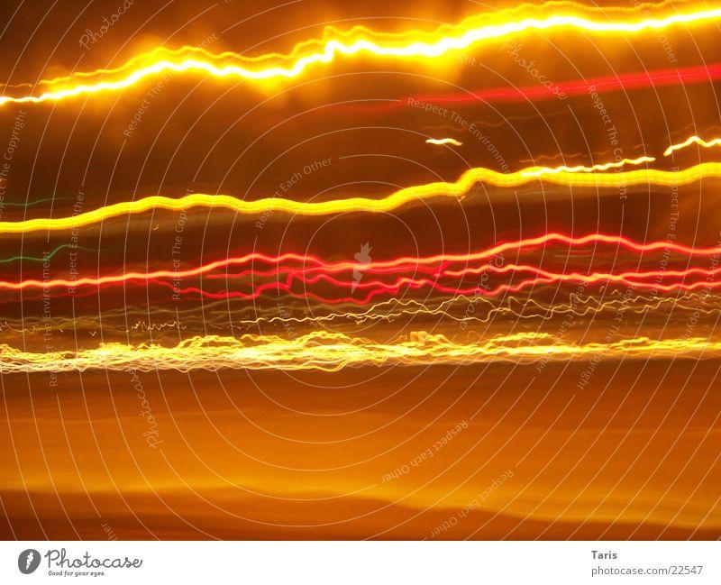 Stadtblitzgewitter Licht Streifen Blitze gelb rot eckig Langzeitbelichtung Belichtung Leucht hell