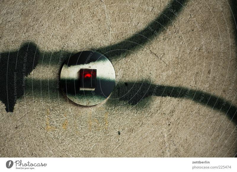 Licht aus rot Wand Graffiti Mauer Stimmung Lampe Linie Kabel Technik & Technologie Putz Schalter Straßenkunst Vandalismus Schmiererei Elektrisches Gerät Lichtschalter