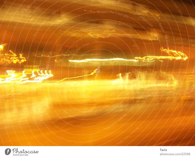 Lightercity dunkel Streifen Langzeitbelichtung Belichtung Nacht gelb hell Licht Straße PKW Bewegung
