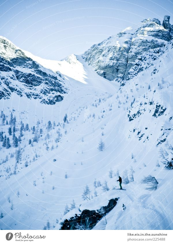vorfreude vom feinsten**** Mensch Mann blau weiß Winter Einsamkeit ruhig Erwachsene Schnee Sport Berge u. Gebirge maskulin Ausflug Abenteuer Skifahren Alpen