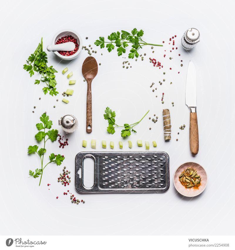 Frisch kochen mit Küchenkräuter Lebensmittel Kräuter & Gewürze Öl Ernährung Bioprodukte Vegetarische Ernährung Diät Geschirr Messer Löffel Stil Design