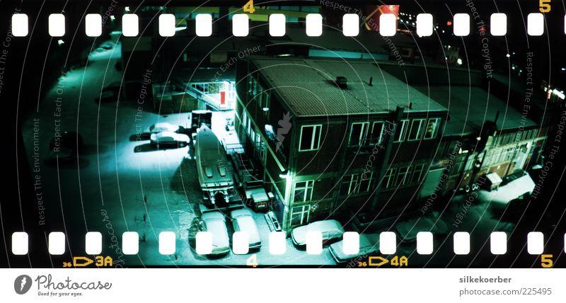Nachtwache Industrie Winter Eis Frost Schnee München Menschenleer Industrieanlage Fabrik Bauwerk Gebäude Architektur Tür Jacht Motorboot Beton frieren gruselig