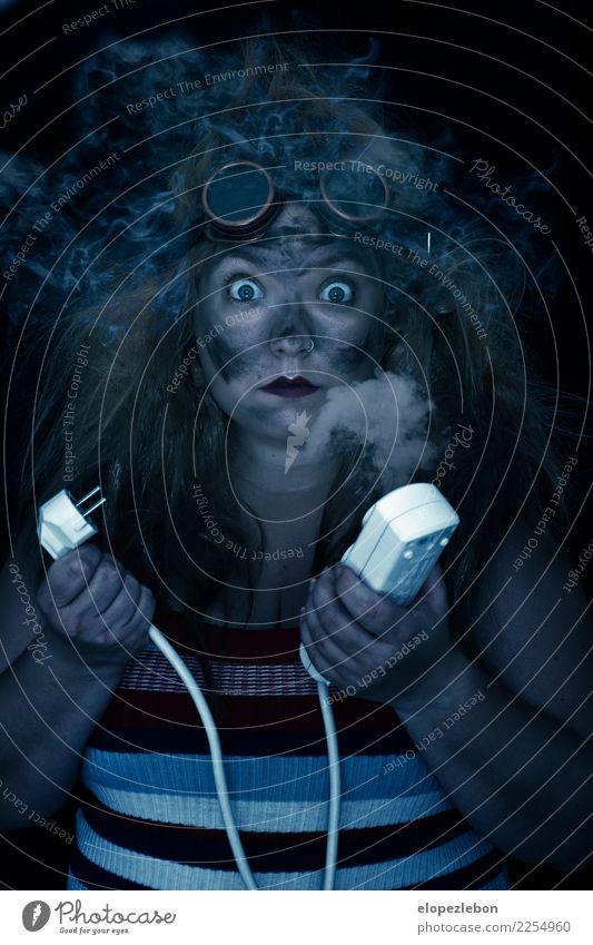 Frau Mensch Mädchen Gesicht Auge Erwachsene lustig feminin Haare & Frisuren Kopf blond verrückt gefährlich Elektrizität Brille Rauch
