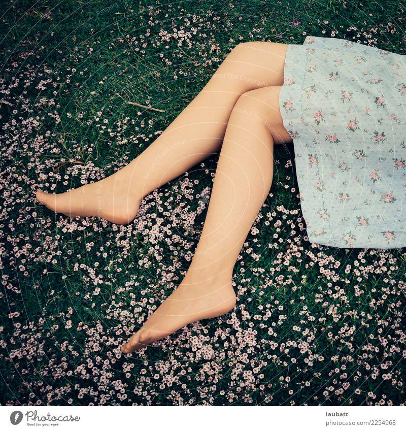 Frühlings-Nickerchen Körper Haut Pediküre Gesundheitswesen Alternativmedizin Gesunde Ernährung Leben Wohlgefühl Erholung Kur Sommerurlaub Sonnenbad Junge Frau