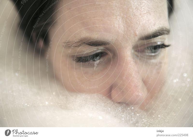 almost sinking... Einsamkeit ruhig Gesicht Auge Erholung Gefühle Traurigkeit Denken Schwimmen & Baden Wellness Bad Badewanne rein tauchen Körperpflege Gesichtsausdruck