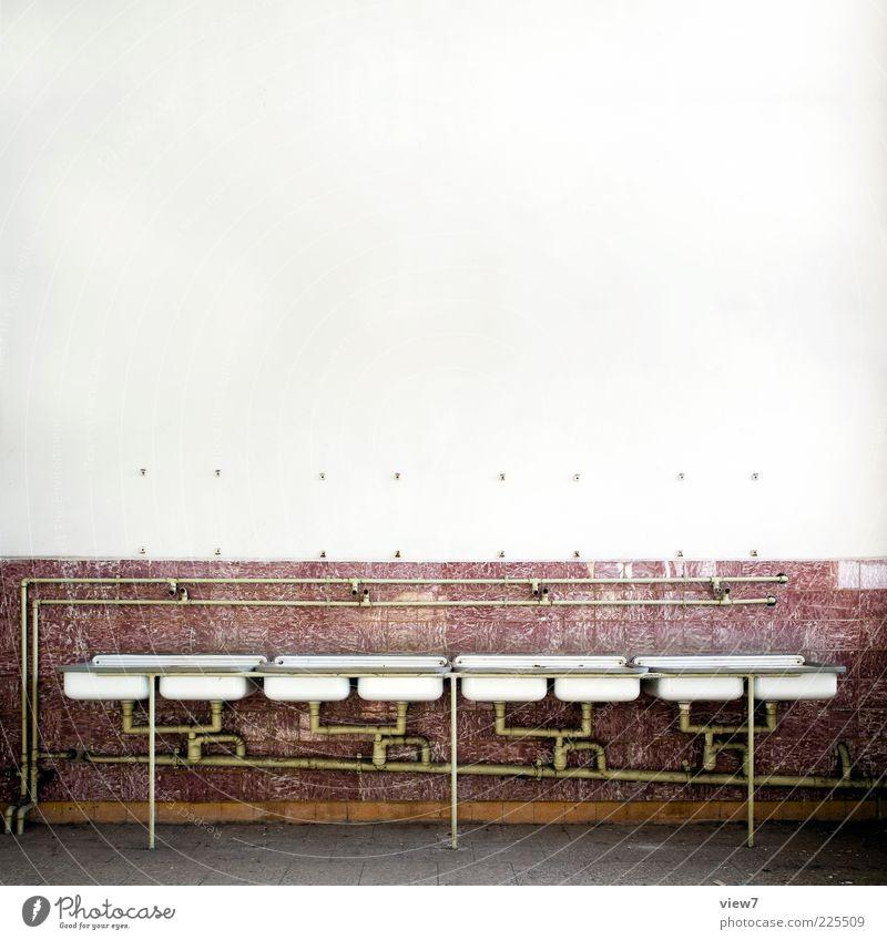 Kaserne Tapete Raum Bad Stein Metall Linie Streifen alt authentisch einfach Billig lang rot Endzeitstimmung Ordnung rein Ferne Symmetrie Reihe Waschbecken